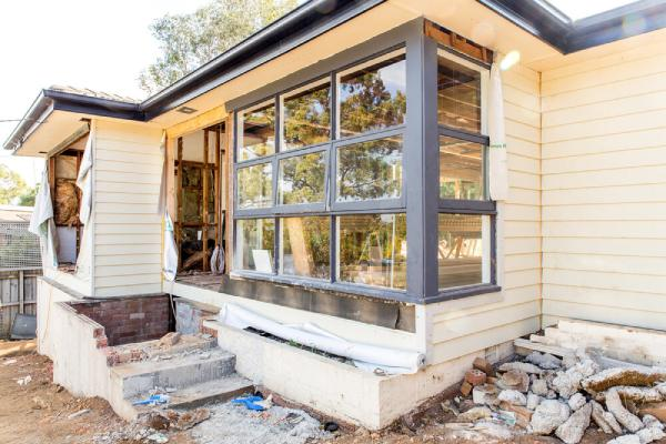 بررسی مراحل کامل بازسازی منزل