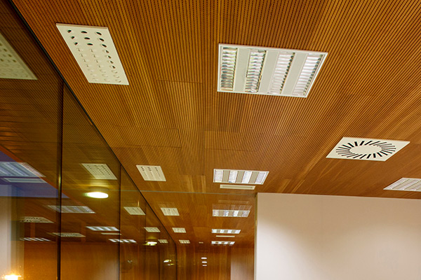 تمیز کردن سقف کاذب چوبی و وود پلاست
